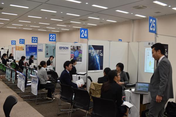 東京都品川区で開かれた「女子理工系・情報系就職セミナー」=2017年3月3日