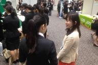 1日から解禁になった企業説明会。企業側の服装はフリーのようだ=東京都新宿区