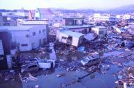 津波被害に遭った気仙沼市中心部(2011年3月12日午前8時2分)。気仙沼市は被災した市街地や復旧の様子を撮影した画像をホームページで公開している。