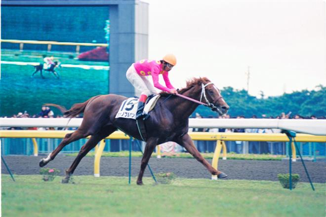 1992年の日本ダービーを逃げ切ったミホノブルボン