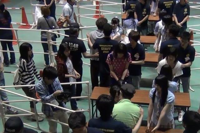 NMB48の握手会の様子(2012年)