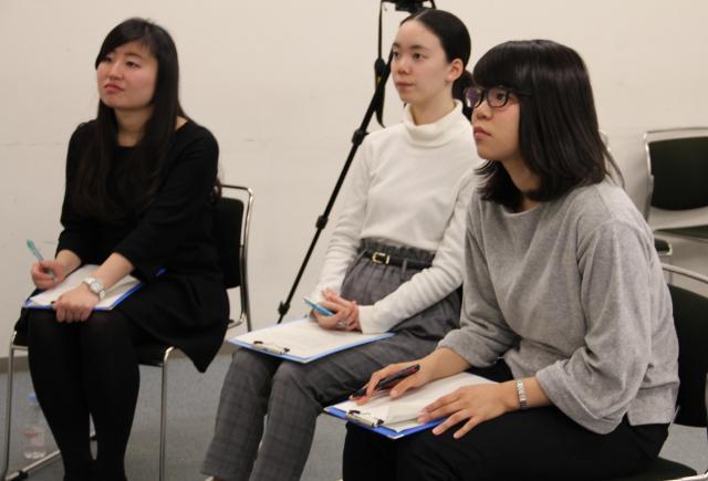 左から津田塾大学の高橋さん、藤井さん、大橋さん