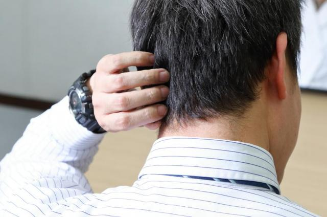 「枕が臭い」と言われるのも、後頭部が臭うミドル脂臭が原因の一つ。なかなか洗濯しないマフラーなども注意が必要だ