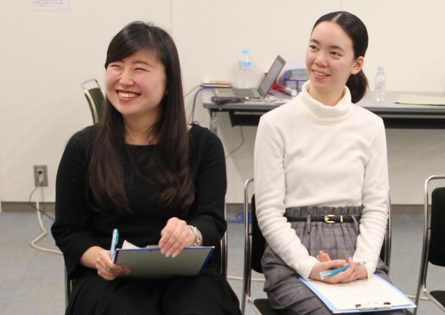 阪本記者の話に「深いですね~」とうなずく学生たち