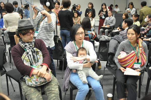 自らの体験を語る参加者たち=2017年3月7日、東京都千代田区の衆議院第2議員会館