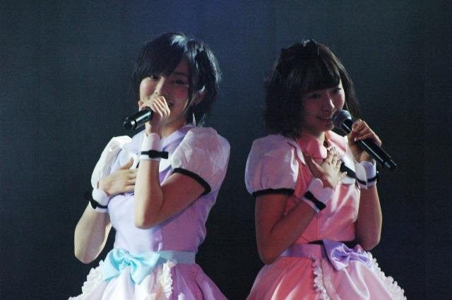 NMB48の山本彩さん(左)と渡辺美優紀さん