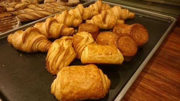 東山伊織さんが試作したパンの数々