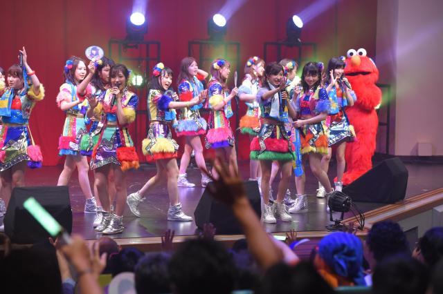 USJで行われたAKB48のライブの様子。ライブは現場ごとに様々な取り決めがある