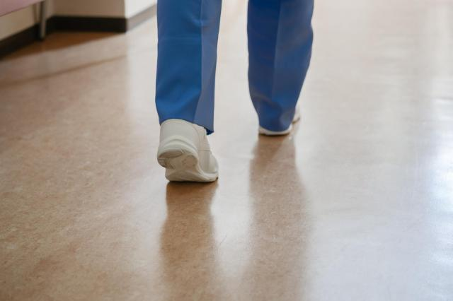 今は介護福祉士として働いている中島さん ※画像はイメージです