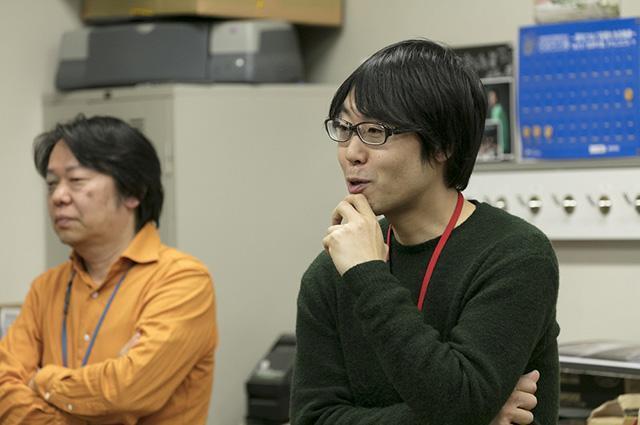 右が小野啓さん。高校生のポートレートを集めた写真集「NEW TEXT」や、小説「桐島、部活やめるってよ」の装丁に使われた写真も小野さんの作品。