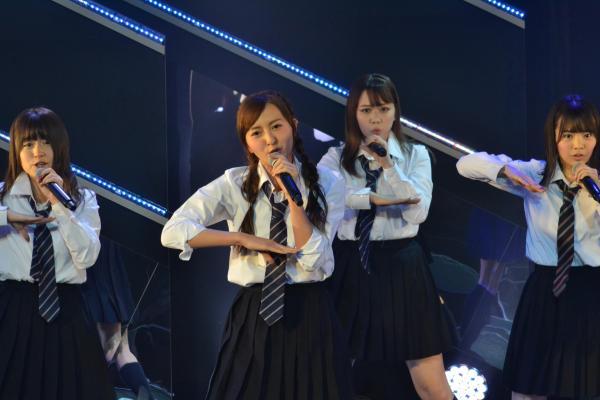 HKT48森保まどかさん(中央)