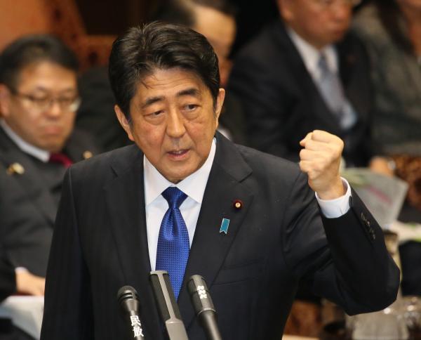 【6日】参院予算委で、民進党の福山哲郎氏の質問に答弁する安倍晋三首相