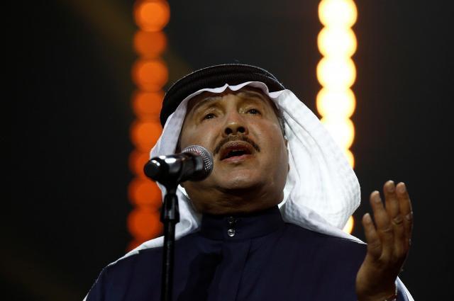 白のターバンをしているサウジアラビアの歌手モハメッドアドブさん=2017年3月、リヤド