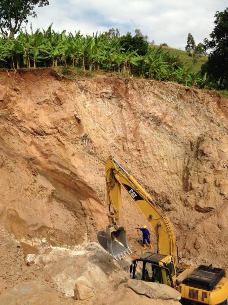 露天掘りで採掘が進むスズの鉱山=2016年1月撮影、ルワンダ