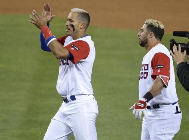 プエルトリコの選手たち。髪形も髪の色も一緒=2017年3月21日、ロイター