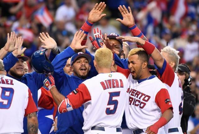 オランダ戦に勝利して喜ぶプエルトリコの選手たち。髪のみんな黄色=2017年3月21日、ロイター