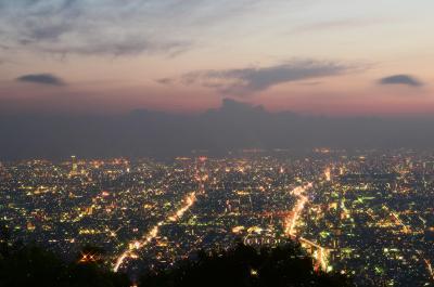 生駒山から見た大阪平野の夜景=生駒市、2016年8月8日