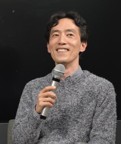 朝日新聞社主催のイベント「中之島どくしょ会」で登壇した森見さん=大阪市北区、2017年3月12日