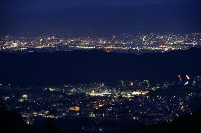奈良盆地の夜景=生駒市、2014年11月16日