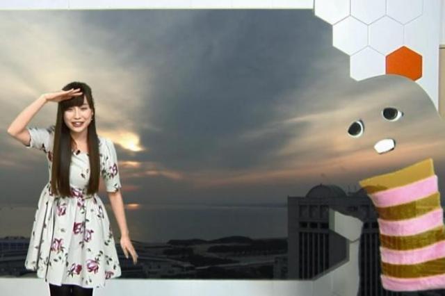 インターネット気象番組で透明になったガチャピン。キャスターの松雪彩花さんの冷静な対応も話題になった