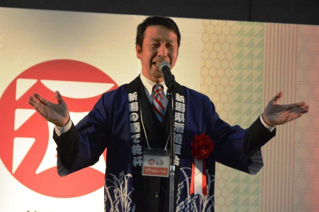 オープニングのあいさつですでに赤ら顔の米山隆一新潟県知事