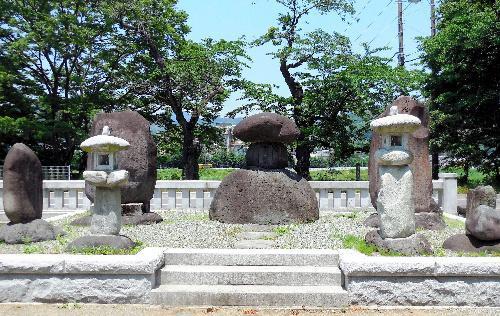 神奈川県南足柄地域に残る禹王の顕彰碑=王敏教授提供