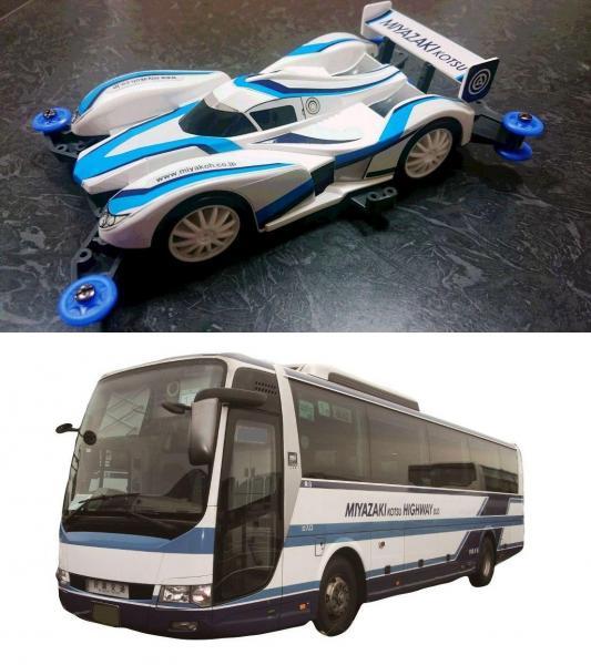 上が「ミニ四駆PRO ブラストアロー 宮交バスカラースペシャル」。下は宮崎交通のバス