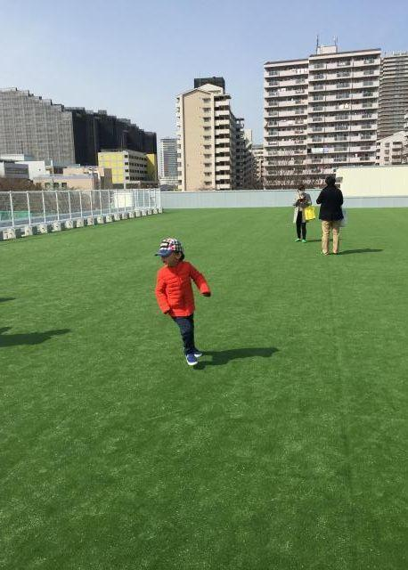 子どもたちも走れる屋上のスペース
