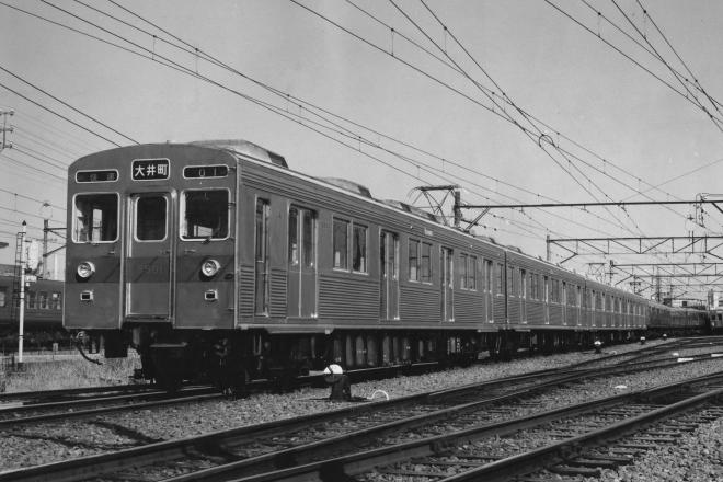 東急8500系電車。東急新玉川線(後の東急田園都市線)と半蔵門線の相互乗り入れ用に東急車輌で製作されたオールステンレス車両で、東急の通勤車両技術の集大成としてローレル賞を受賞した