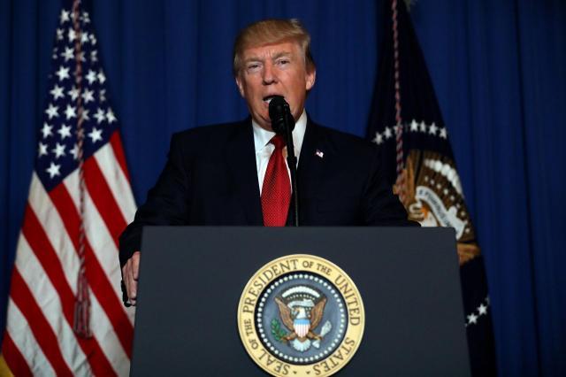 シリアへのミサイル攻撃について声明を発表するトランプ米大統領=2017年4月7日
