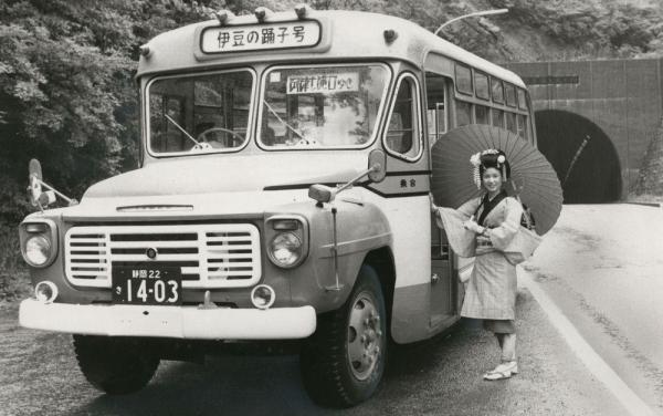 伊豆を走るボンネットバス=1976年6月1日