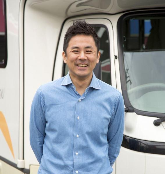 フリーライター、浅井佑一。キャンピングカーで旅をしながら全国1059か所の道の駅を制覇した