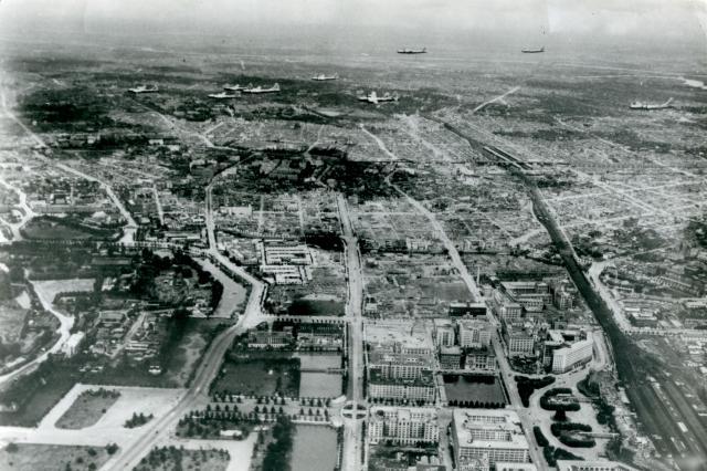 1946年「アメリカ陸軍航空隊記念日」を期して、東京にきたB29の編隊