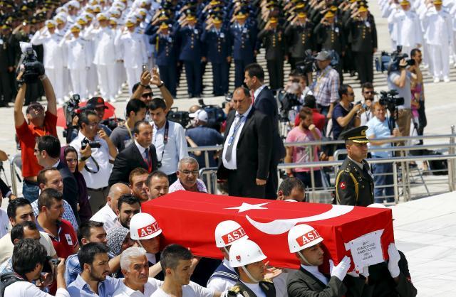クルド人武装組織(PKK)に殺害されたトルコ軍兵士の葬儀=2015年7月31日