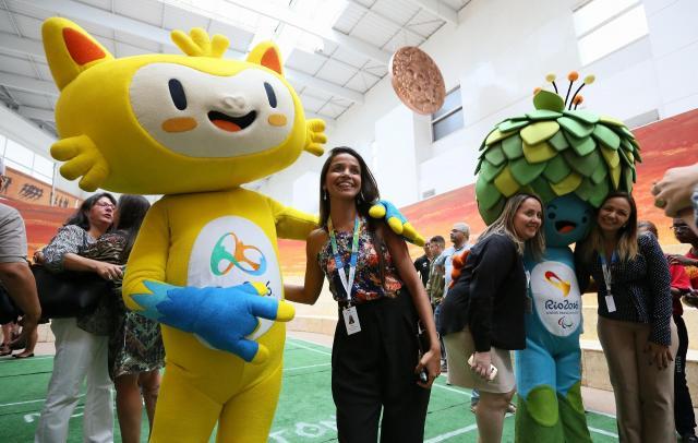 ちなみにオリンピックのマスコットってこういうのです。2016年に行われたリオデジャネイロ・オリンピックのマスコット「ビニシウス」(左)とパラリンピックのマスコット「トム」