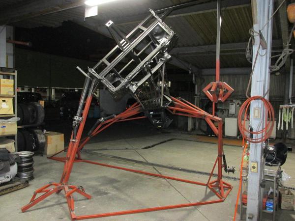 三和交通の本社営業所に設置された「ロボットのタクシー」の制作過程