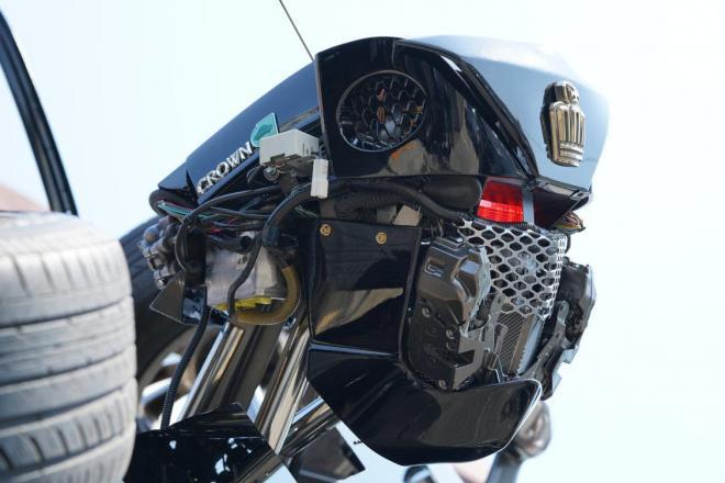 営業所に設置された「ロボットのタクシー」