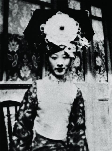 王昭氏の母親愛新覚羅・溥韞娯(プユンユ)氏、ラストエンペラー愛新覚羅・溥儀の六番目の妹です。