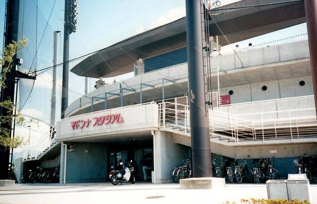 松山市の坊っちゃんスタジアムの隣にあるマドンナスタジアム