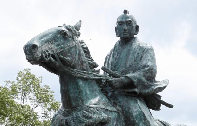 1717年は、日本では徳川吉宗が将軍に就任した翌年。写真は和歌山県にある吉宗像