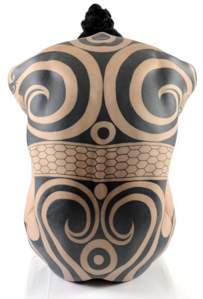 縄文タトゥーを現代に復興するアートプロジェクト「縄文族 JOMON TRIBE」