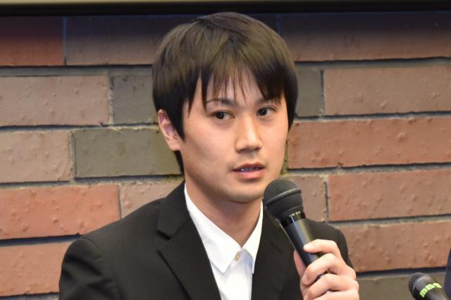 閉廷後に記者会見する増田太輝さん
