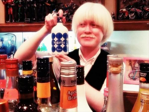 アルビノ・エンターテイナーを名乗る粕谷幸司さん