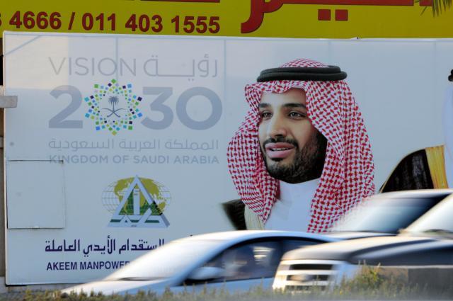 ムハンマド副皇太子が写った「ビジョン2030」のポスター=2月、リヤド、渡辺淳基撮影