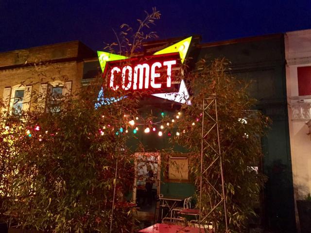 フェイクニュースがきっかけで発砲事件が起きたピザレストラン「コメット・ピンポン」=ワシントン、宮地ゆう撮影