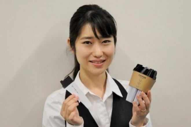 文具ソムリエールとして、文房具の魅力を紹介する菅未里さん