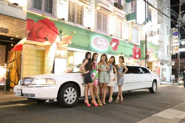 大阪の「ローズリップス心斎橋店」にはリムジンに乗れる女子会プランがある