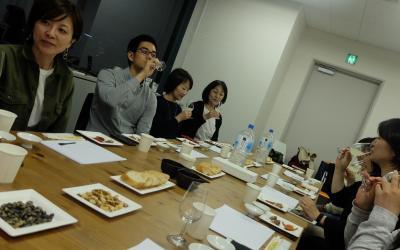 満員の盛況だった日本酒講座=4月28日、東京都文京区、ストリートアカデミー提供
