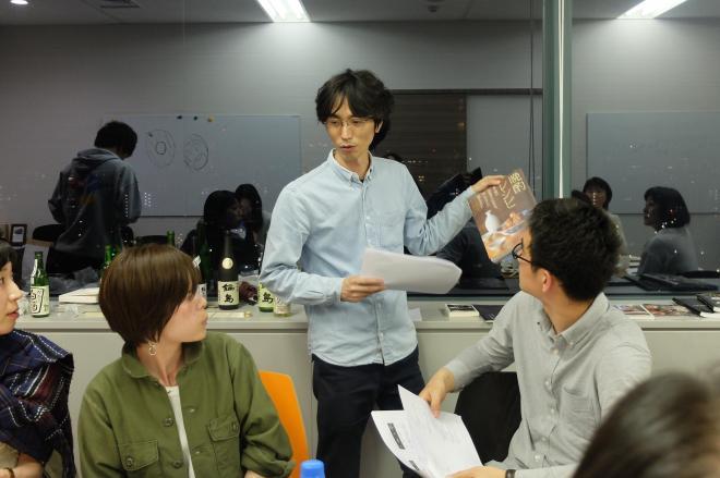 唎酒師の資格を持つというストリートアカデミー幹部が講師を務めた日本酒講座=同社提供