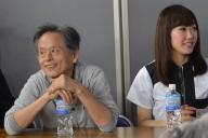 ゲームイベントにゲストとして参加した仁井谷正充さん(左)。会場では「ぷよぷよをつくったゲーム業界のレジェンド」と紹介されていた=4月29日、東京・千代田区